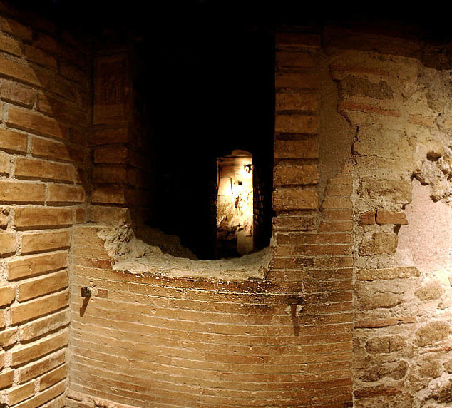 composite-vie-outside-mausoleum-s-vatican-necropolis