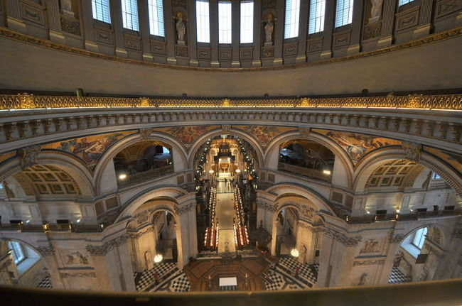 800px-St_Pauls_whispering_gallery