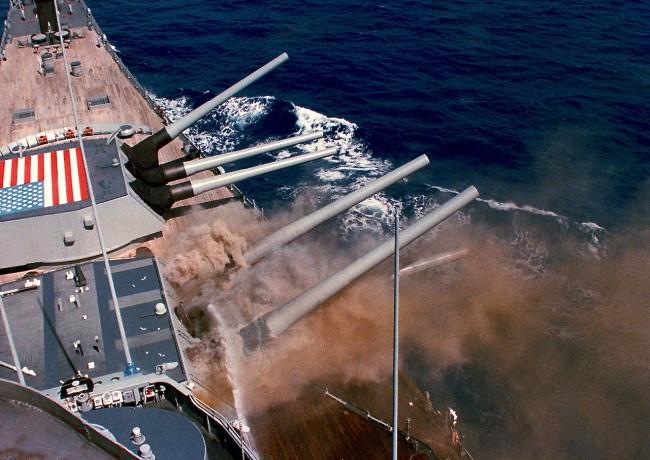 1280px-USS_Iowa_BB61_Iowa_Explosion_1989