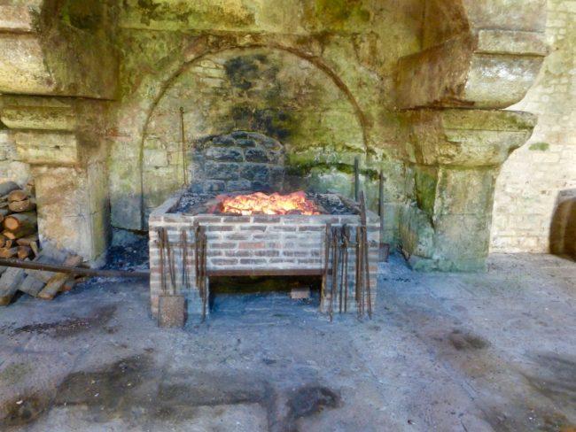labbaye-de-fontenay-forge-france-1