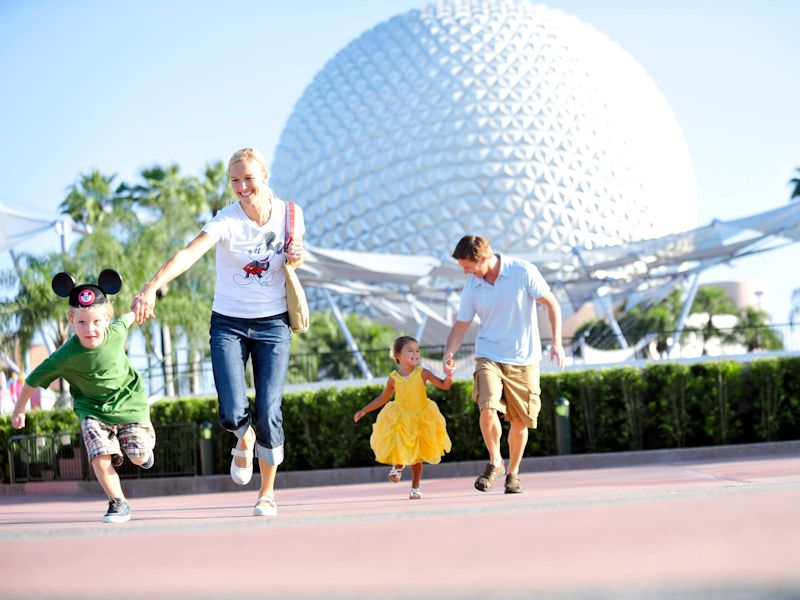 disney-epcot-family-running