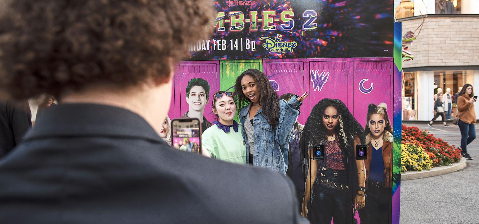 Disney Channel - Surprise Lockers - Talent Appearance
