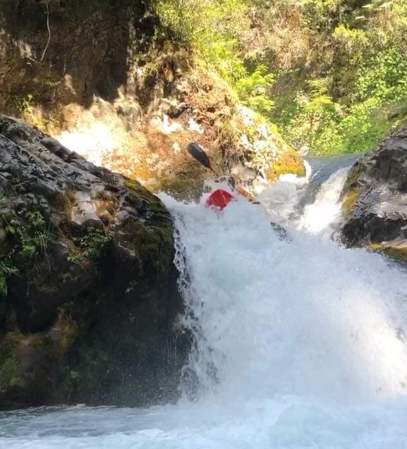 Randy Sparrow plants a boof stroke on the Lower Palguin waterfall (Pucon Classics Trips).