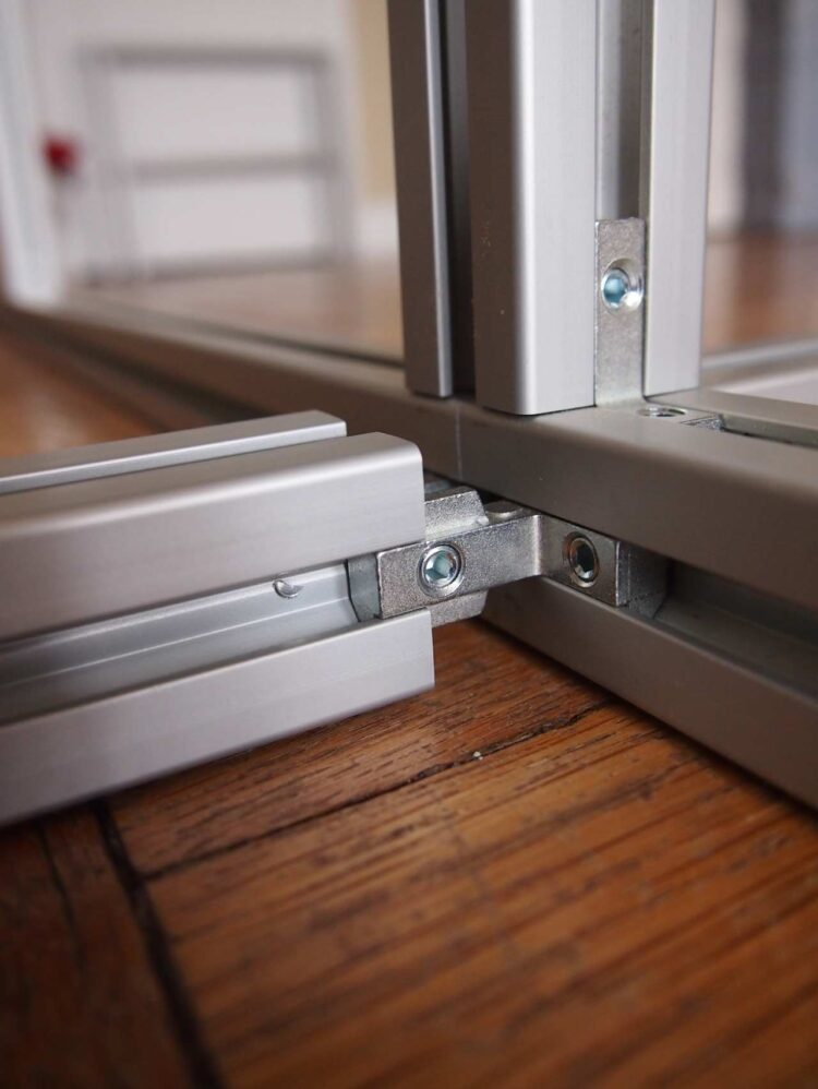 1   To assemble the frame with the small brackets, first slide the bracket onto the channel of each frame piece.