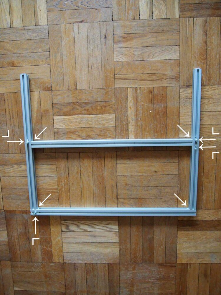12   Arrange one 730mm piece, one 790mm piece, and two 630mm pieces as pictured. The top side of the 730mm piece should be placed exactly 300mm (11.8in) from the top of this arrangement. Also, position small brackets on the frame as pictured and noted by the L diagrams.