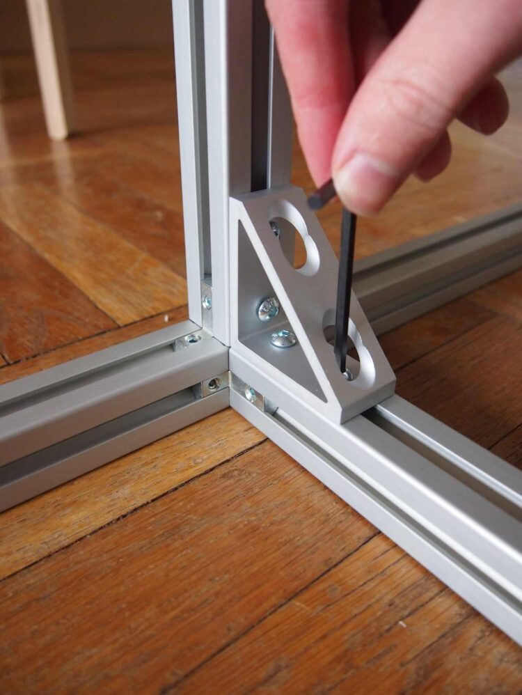 5   Then, insert the screws through the holes in the bracket and firmly tighten with a hex key.