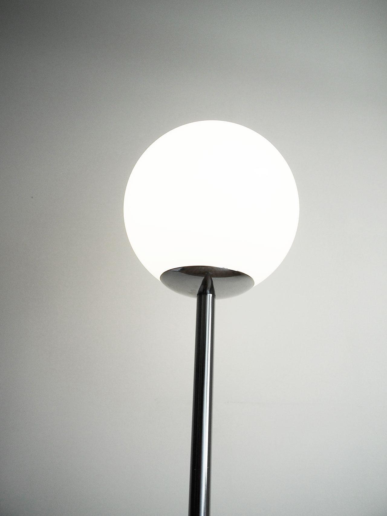 DIY floor lamp designed by Aandersson