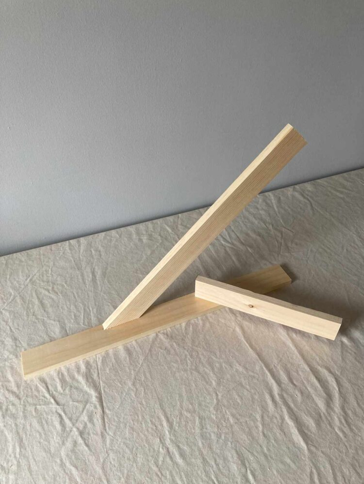 16   Align the bottom of a 14in (35.5cm) long piece of wood at that mark at a 45 degree angle. Join the two pieces with 2 dowel pins and glue.