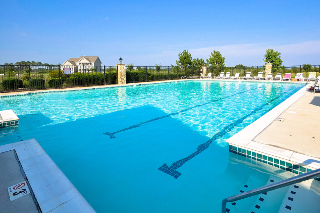 outdoor pool at Bayside clubhouse in berlin md
