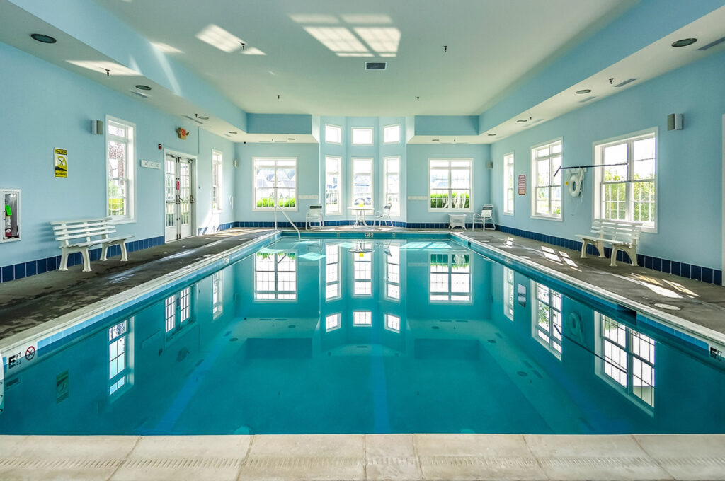 indoor pool at Bayside clubhouse berlin md