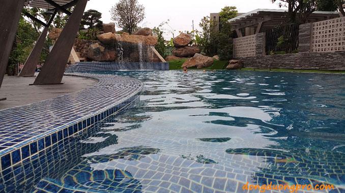 Hồ bơi thác nước cafe bến hẹn có thác nước đá tảng tự nhiên