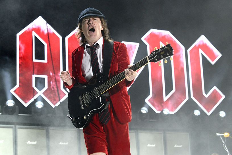 Angus Young - AC/DC (© Tim Mosenfelder, WireImage)