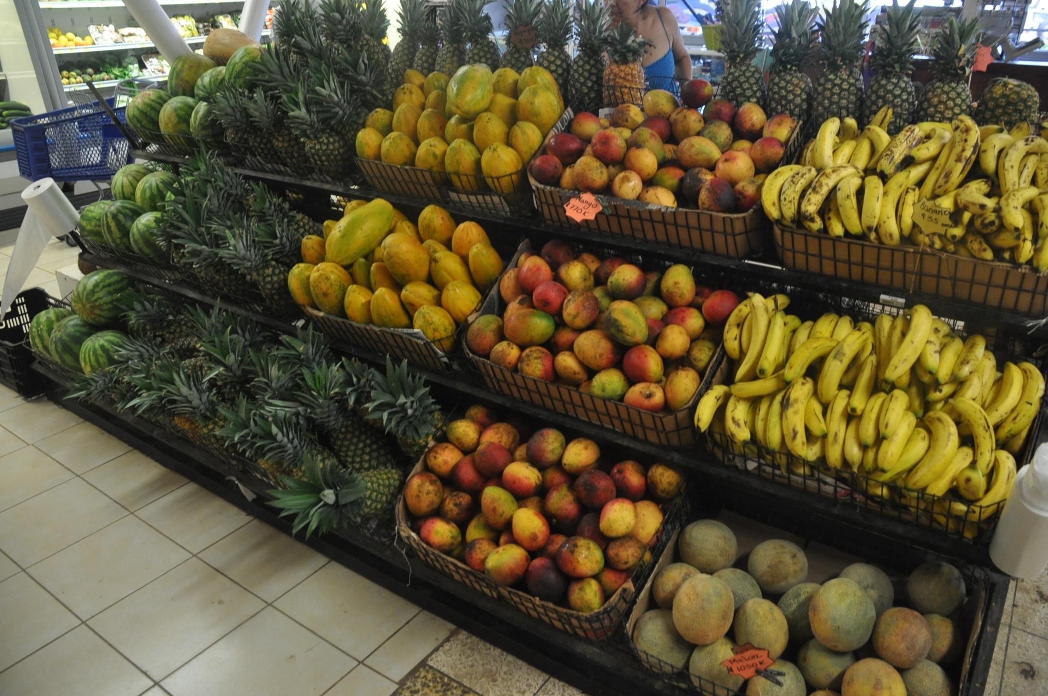uvita grocery store fruit