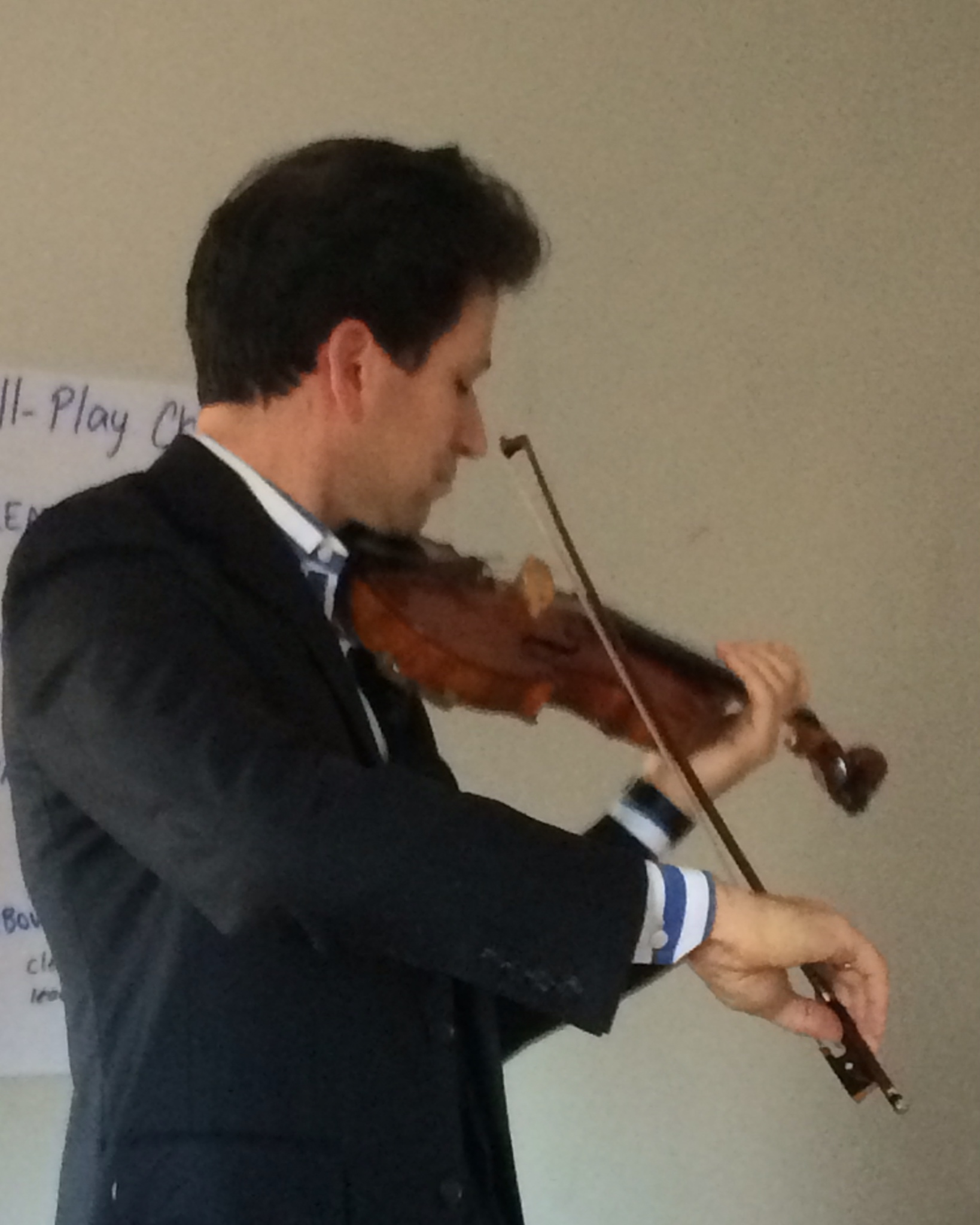 The Rolland bow in action, played by Sebastian Ruth