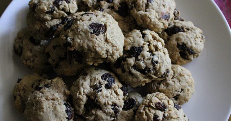 No-Sugar Oatmeal Raisin Cookies
