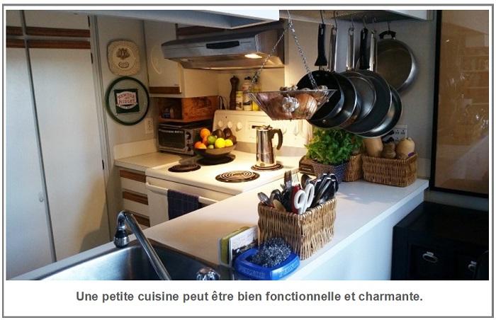 une petite cuisine peut être bien fonctionnelle et charmante