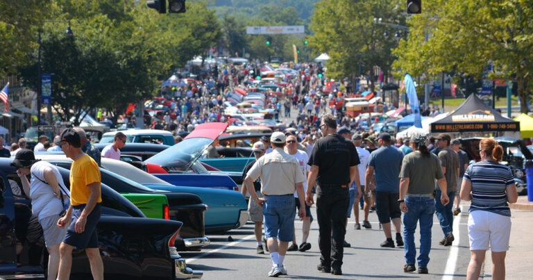 Cruisin' on Main Street 2019 - Long Shot Down Main Street
