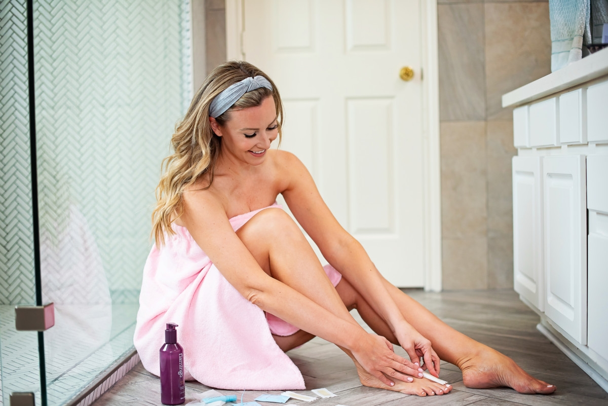 best women's razor | Flamingo Razor by popular Houston lifestyle blog, Haute and Humid: image of a woman using Flamingo wax strips on her toes.