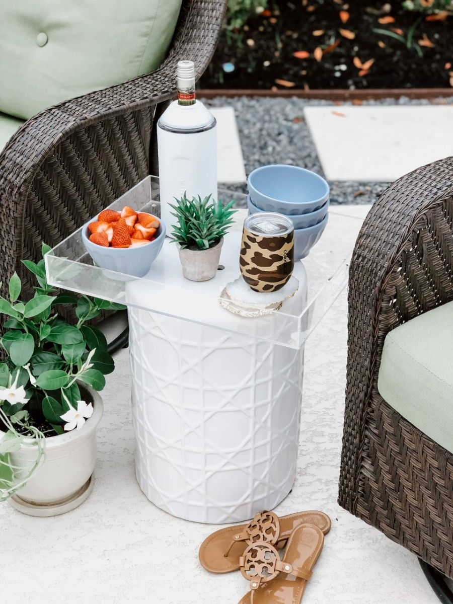low calorie cocktails | Low Calorie Cocktail Recipes by popular Houston lifestyle blog, Haute and Humid: image of a end table with a Corkcicle glass, Anthropologie latte bowls and a Nordstrom Wine Chiller VINGLACÉ on it.
