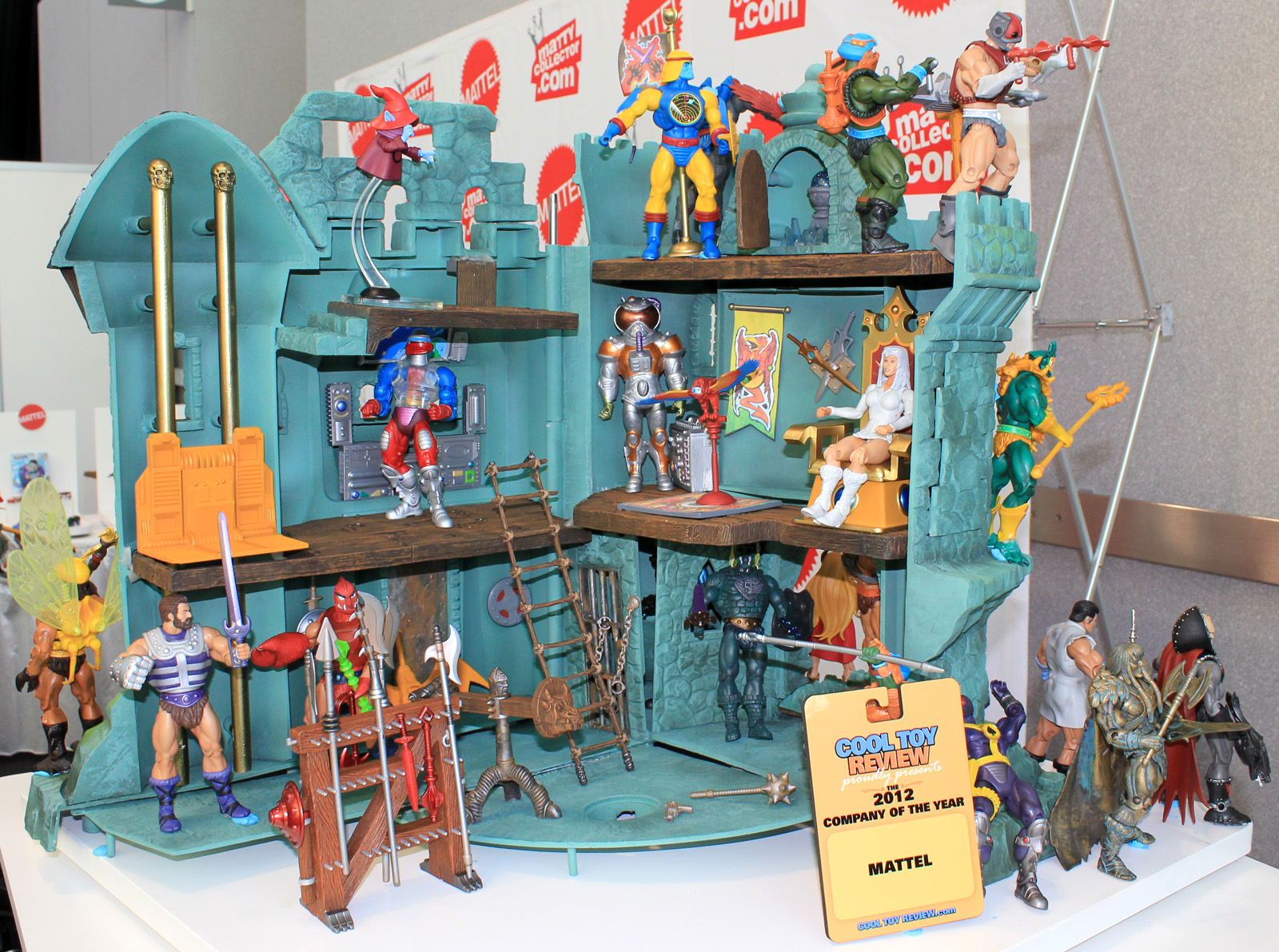 2013toyfair_motuc_castle-grayskull04_full