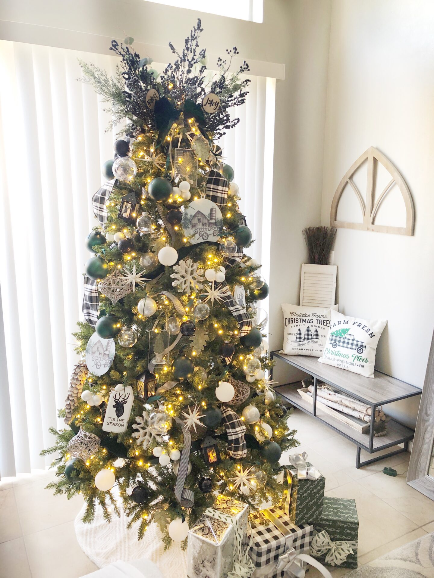 Green and Black Holiday: King of Christmas Tree 2020