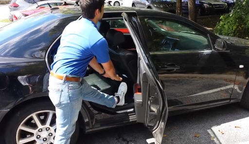 Breaks, stretches can help avoid strains during long car trips