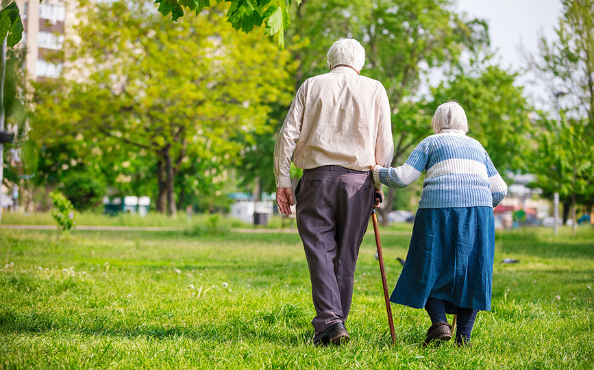 senior-couple-walking-ageing-in-placeP6QYT6K-2