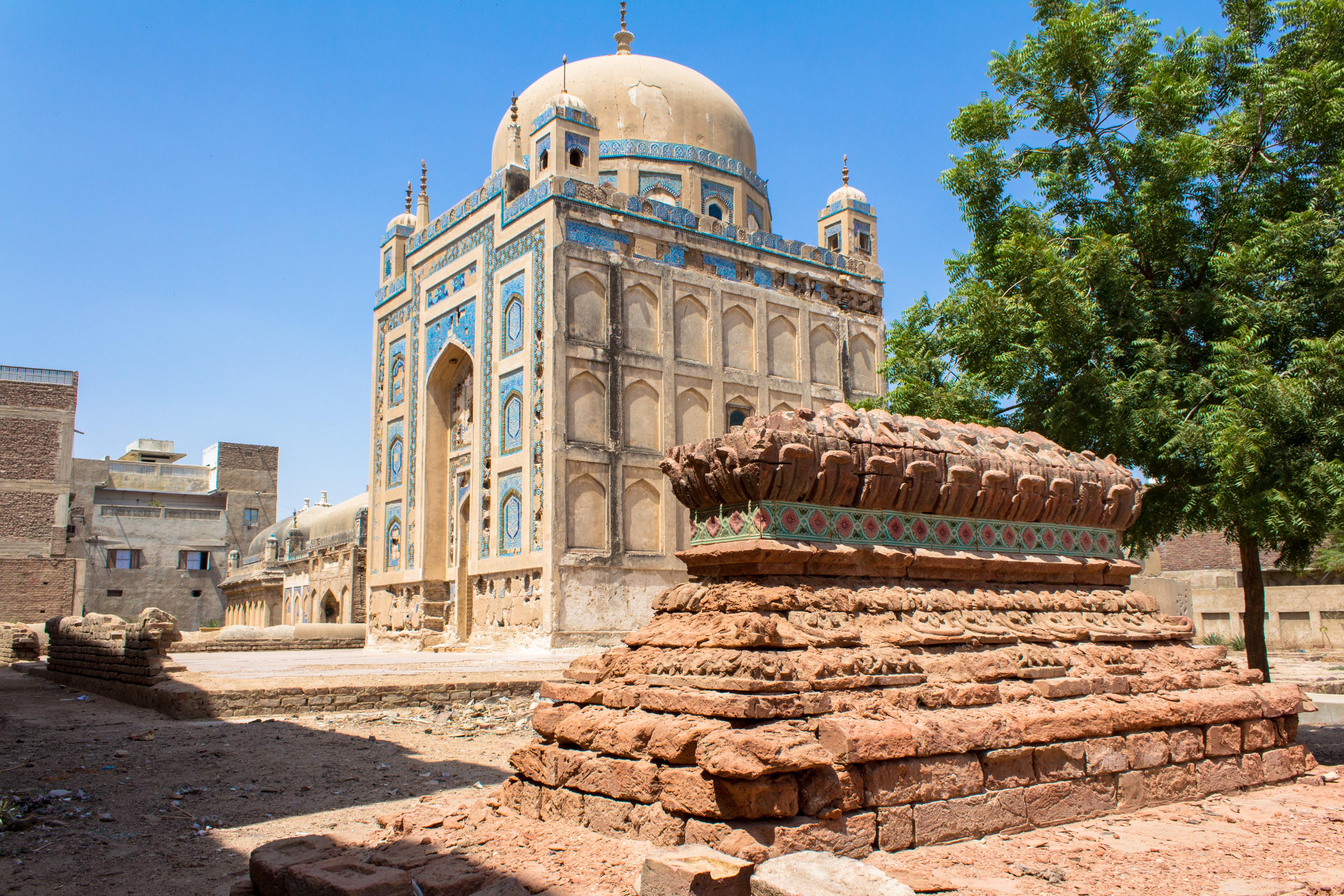 Ignorant Histories: The Destructing Tombs of Talpur Mirs