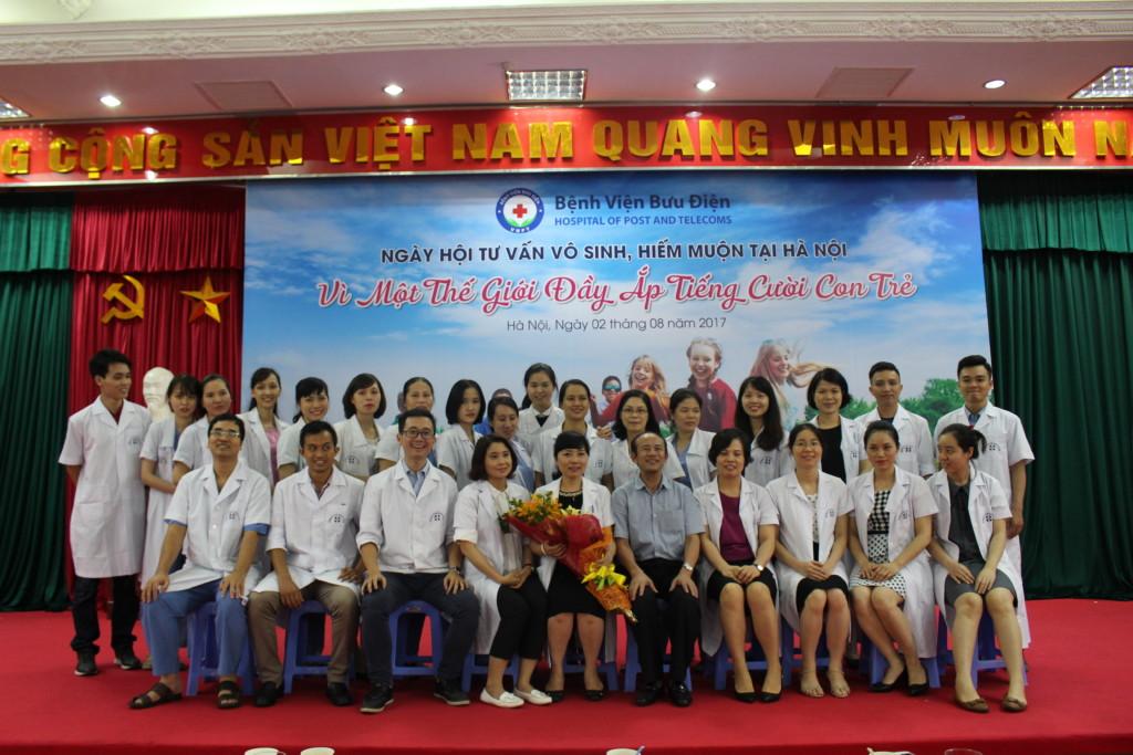 TTƯT. TS. BS Đỗ Văn Tráng và Tập thể CBNV Trung tâm Hỗ trợ sinh Sản Bưu Điện