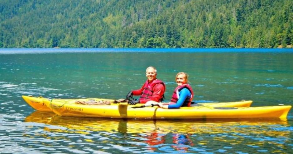 Dr Curtis Weyrauch kayaking with his daughter