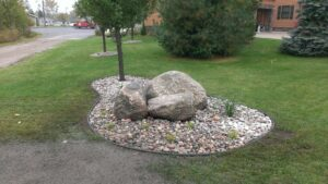 Accent bed with boulders by Twin Oaks Landscaping