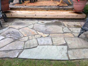 Flagstone patio by Twin Oaks Landscaping