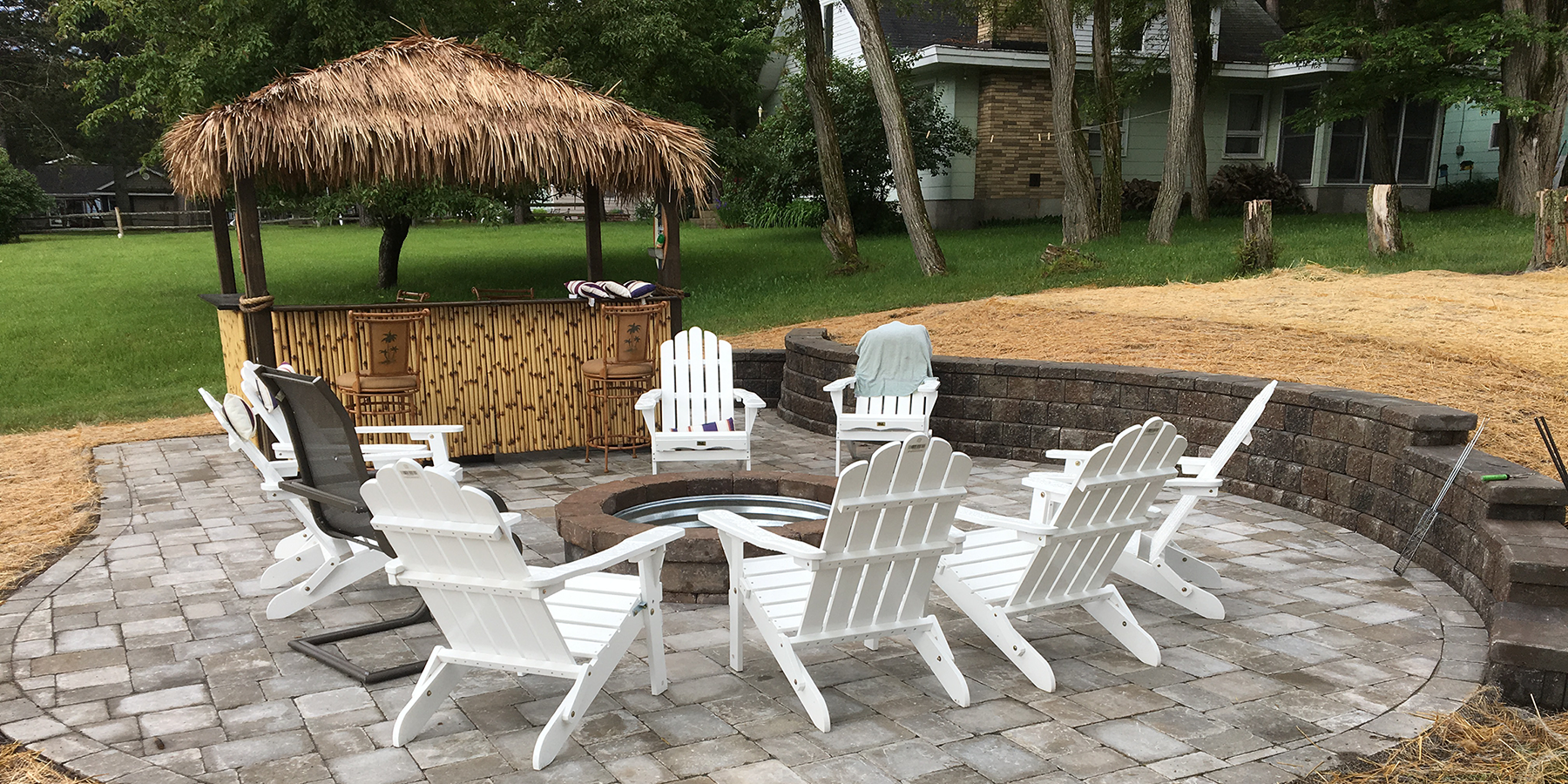 Outdoor living tiki bar paver patio