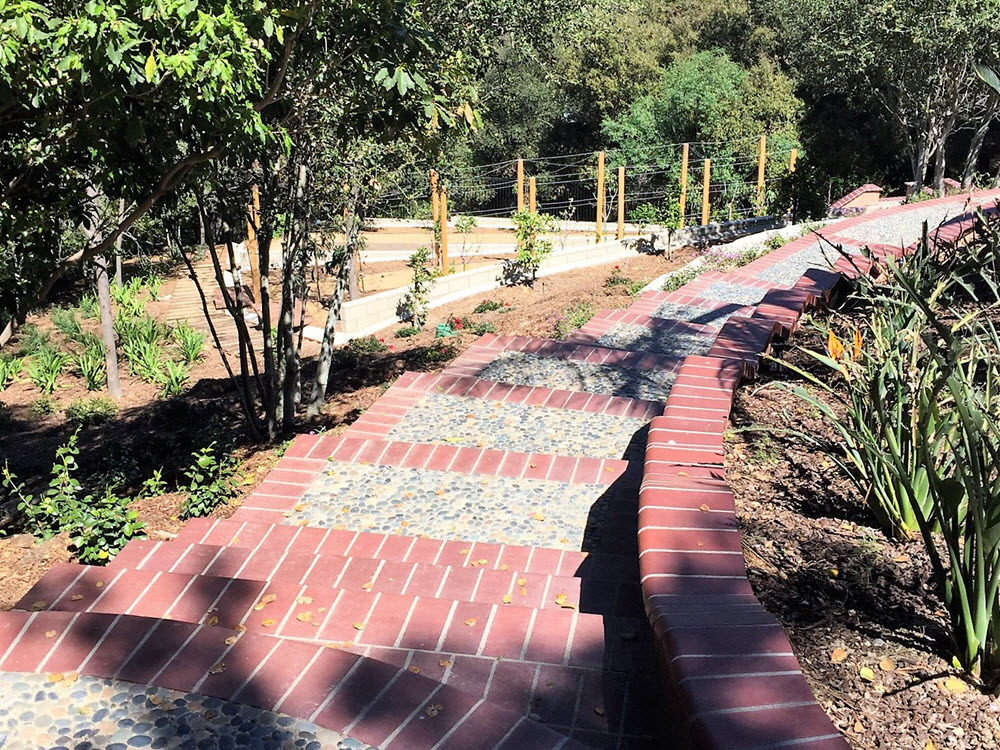 Ed's Landscaping Cement and Brick Walkway and steps