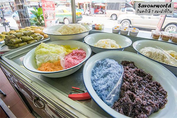 สตรีท ฟู้ด ขนมไทยเจ้าเด็ดย่านโชคชัย 4 ใครยังไม่เคยต้องไปลอง กินอะไรดี เมนูอาหาร ร้านอาหารอร่อย Nightlife รีวิวคาเฟ่ ร้านอาหาร-คาเฟ่ ที่กิน-ที่พัก แนะนำร้านอาหาร อาหาร-สุขภาพ savourworld.com ขนมไทยเจ้าเด็ด โชคชัย 4