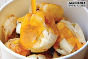 กล้วยปิ้งลิงสำราญ กล้วยปิ้งร้อน ๆ น้ำจิ้มหวานมันของอร่อยบางแสนที่ห้ามพลาด
