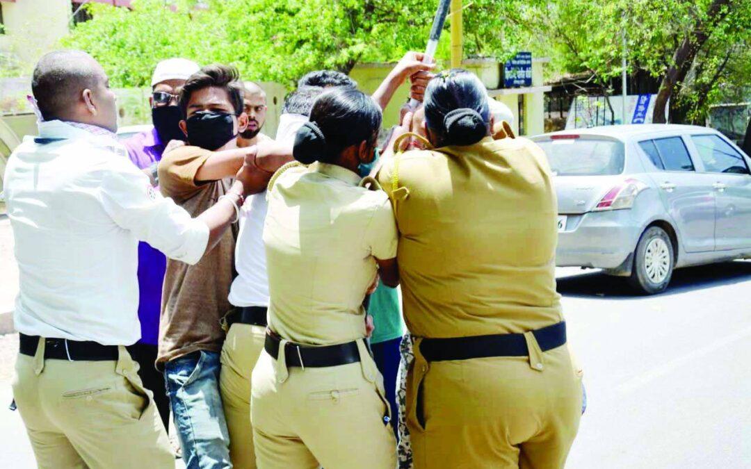 पोलिसांवरील हल्ल्याचा जाहीर निषेध