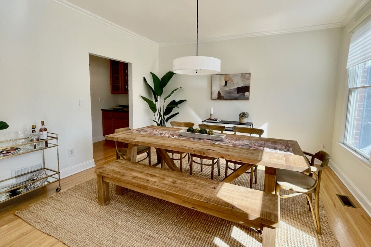 655 Ridgewood dining room