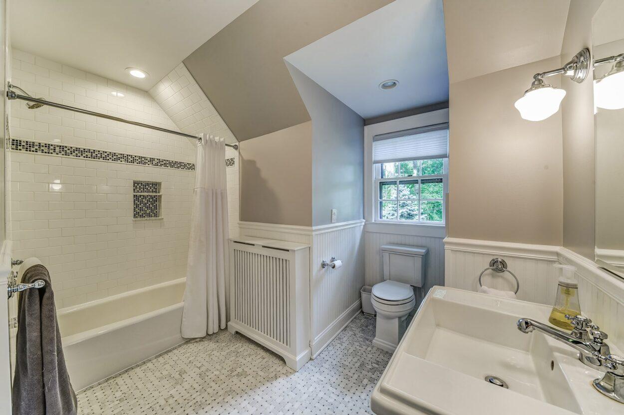 34 Oakland Road Maplewood NJ full bathroom