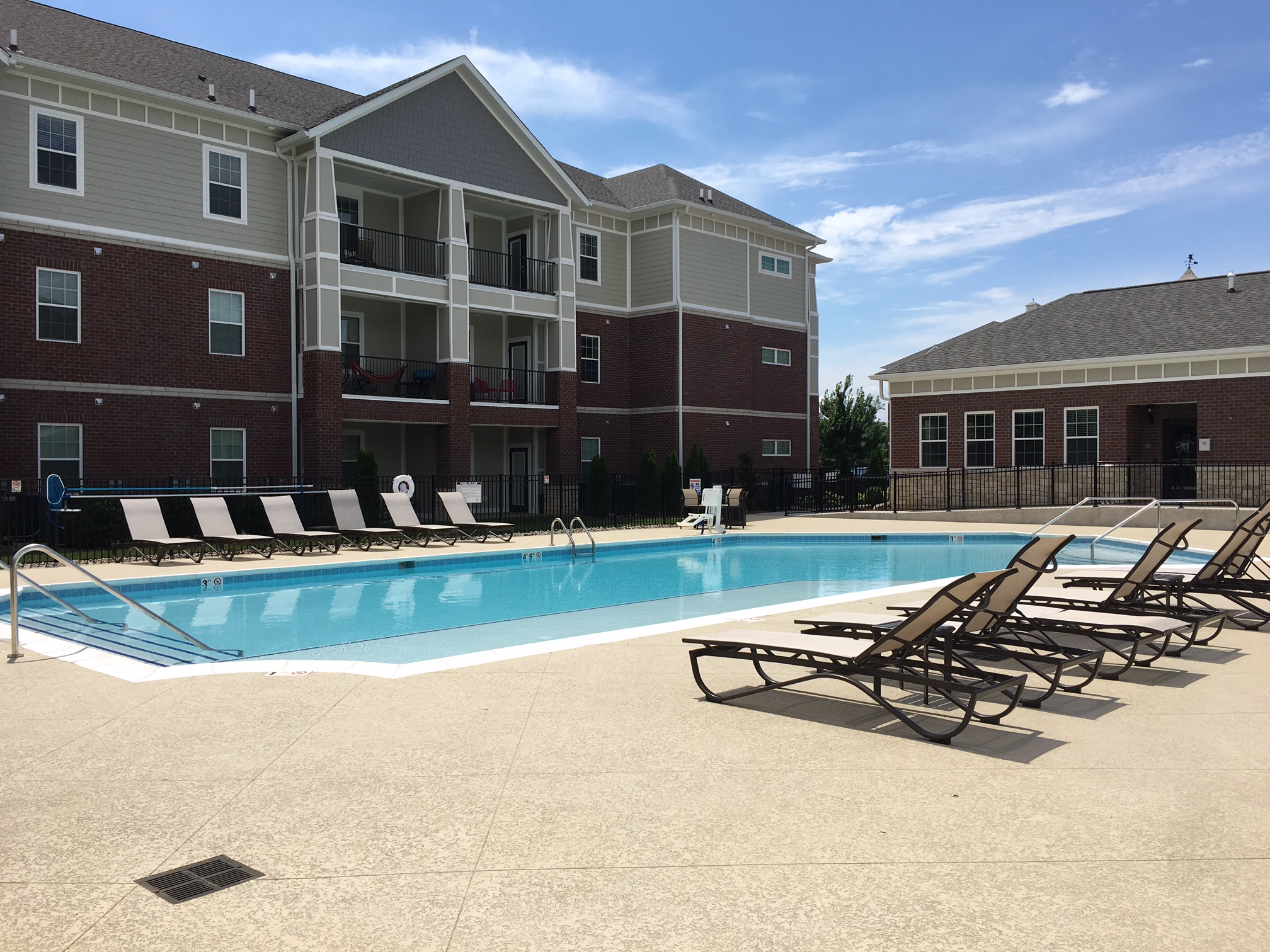 Mount Victor Olde Towne apartments Bowling Green KY new pool and deck