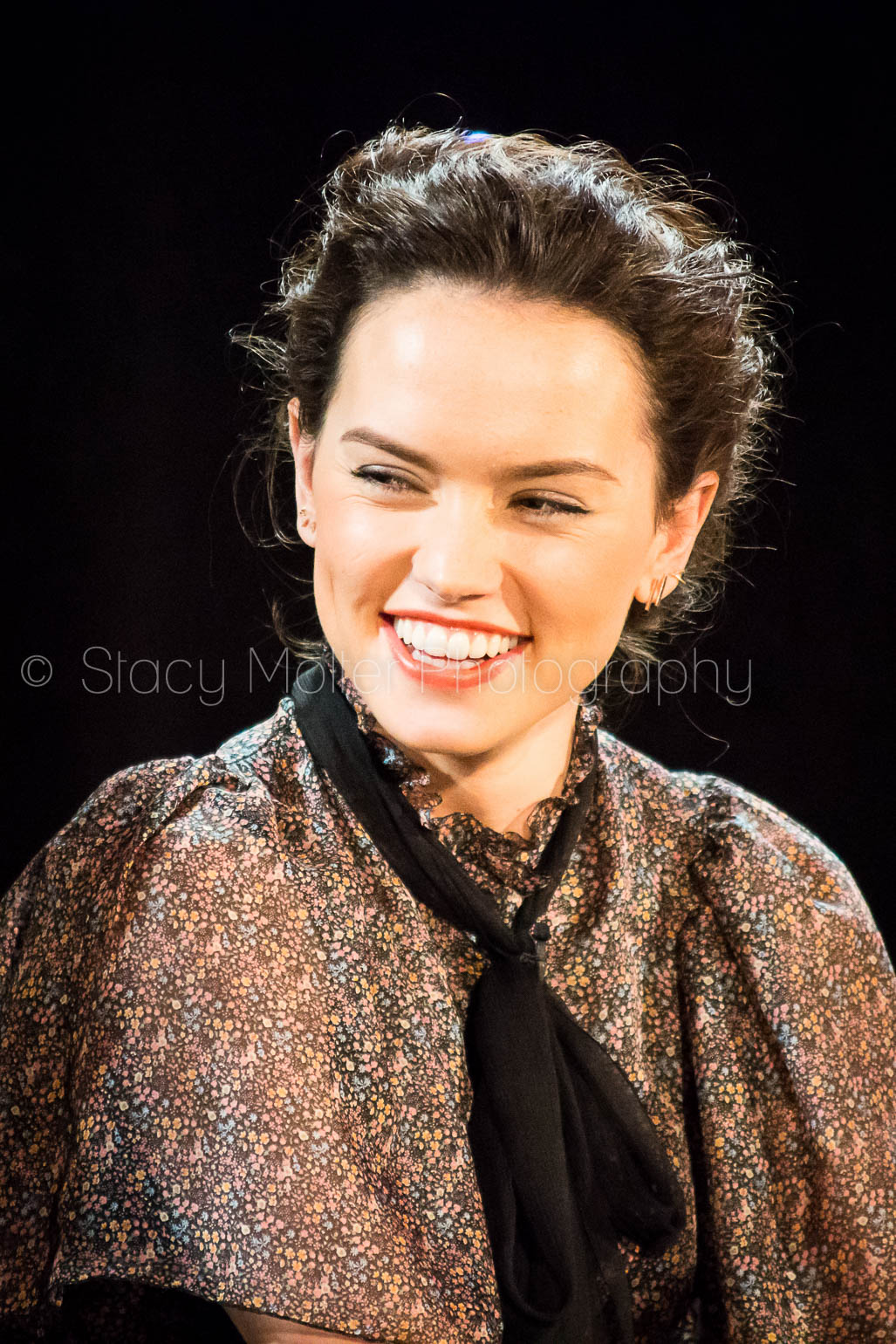 Daisy Ridley - Star Wars The Force Awakens Press Conference