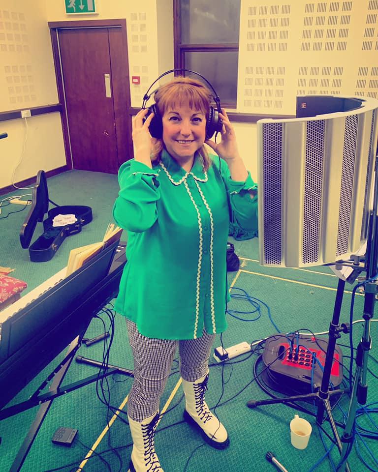 Elizabeth Anne Jones of Elfin Bow updates us from the studio.