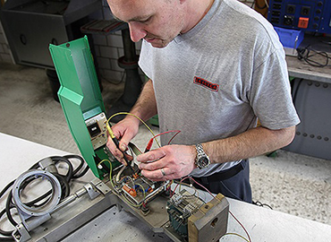 Picture of a specialist performing a repair