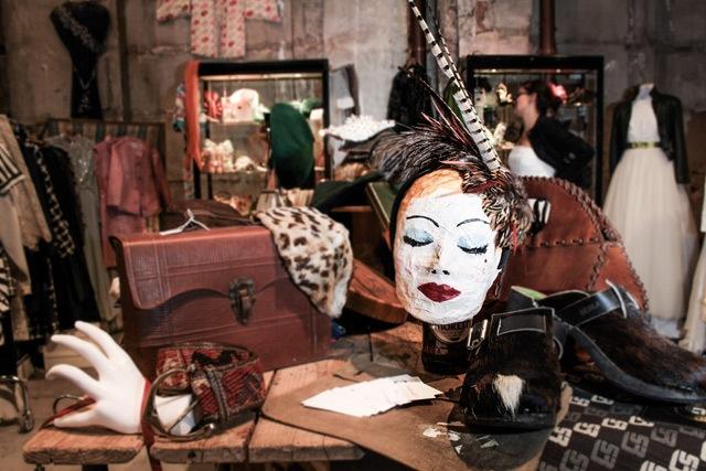 Photo via http://www.tempoliberotoscana.it/event/vintage-selection-festeggia-la-sua-25-edizione-alla-stazione-leopolda/