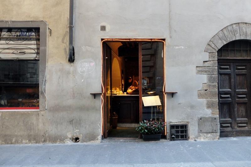 The outside of Il Santino on via di santo spirito