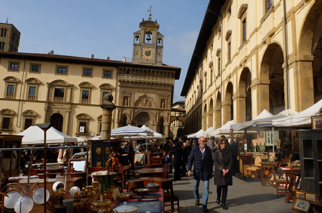 arezzo antique fair: photo by Georgette Jupe