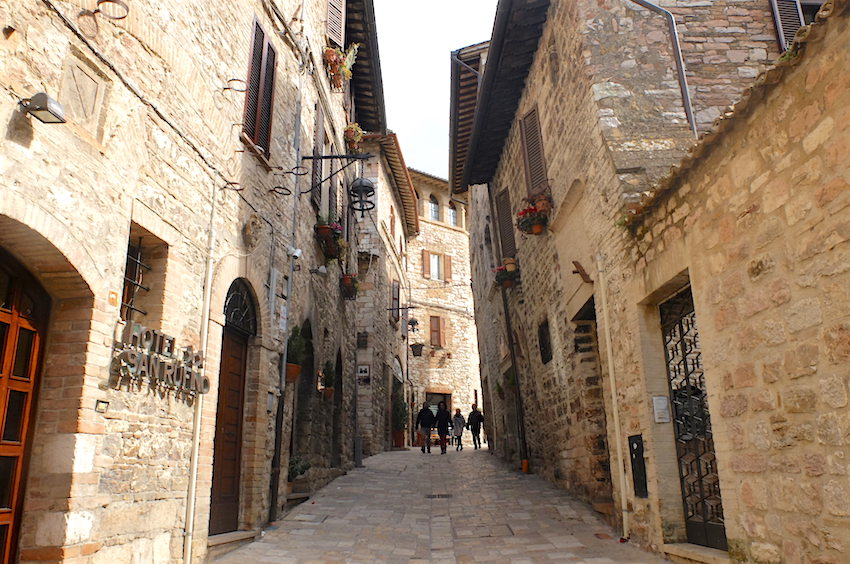 assisi streets - girlinflorence