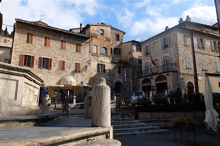in the heart of Assisi, piazza del comune