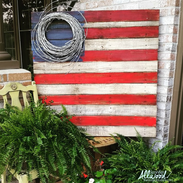 pallet-flag-with-grapevine-wreath