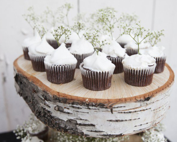 diy-cupcake-stand-birch-4-590x472